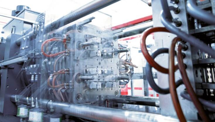 Машины для литья под давлением и машины для литья пластмасс